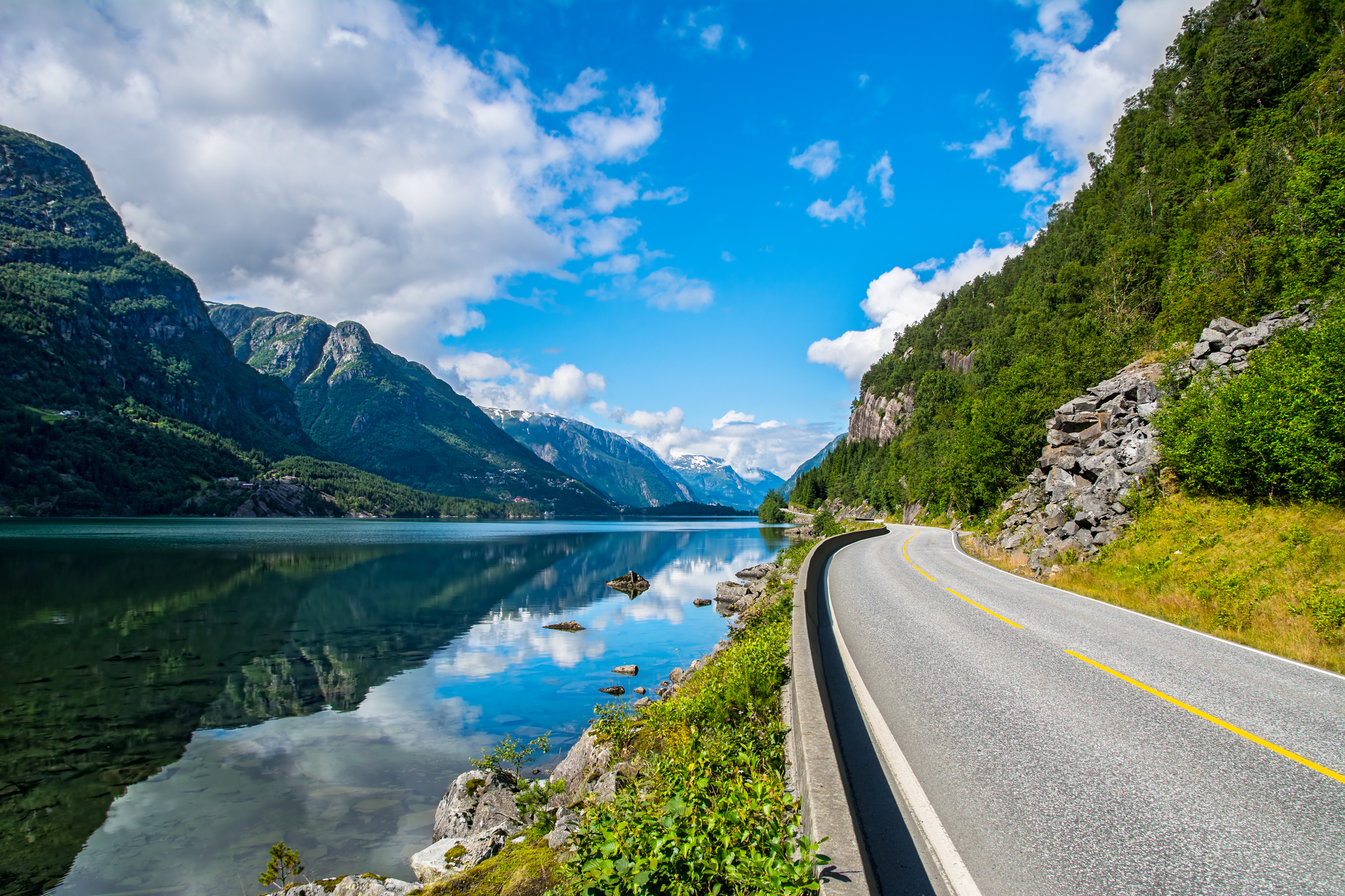 Nyt de norske landskapene med leiebil